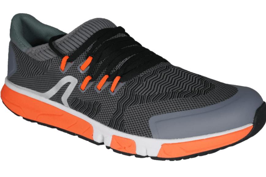 chaussures de marche sportive photo